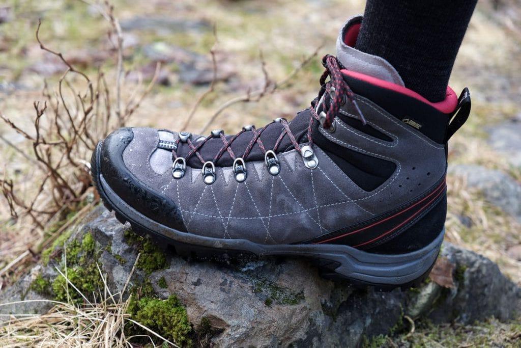 Luyện tập với giày leo núi