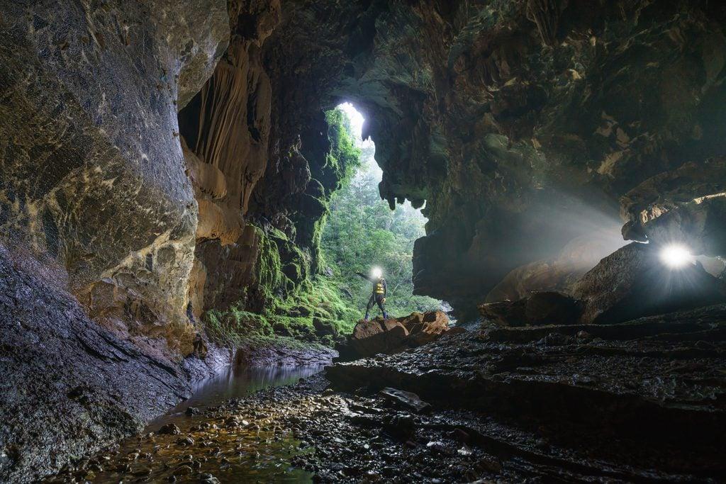 Khám phá 5 hang động đẹp ở Quảng Bình
