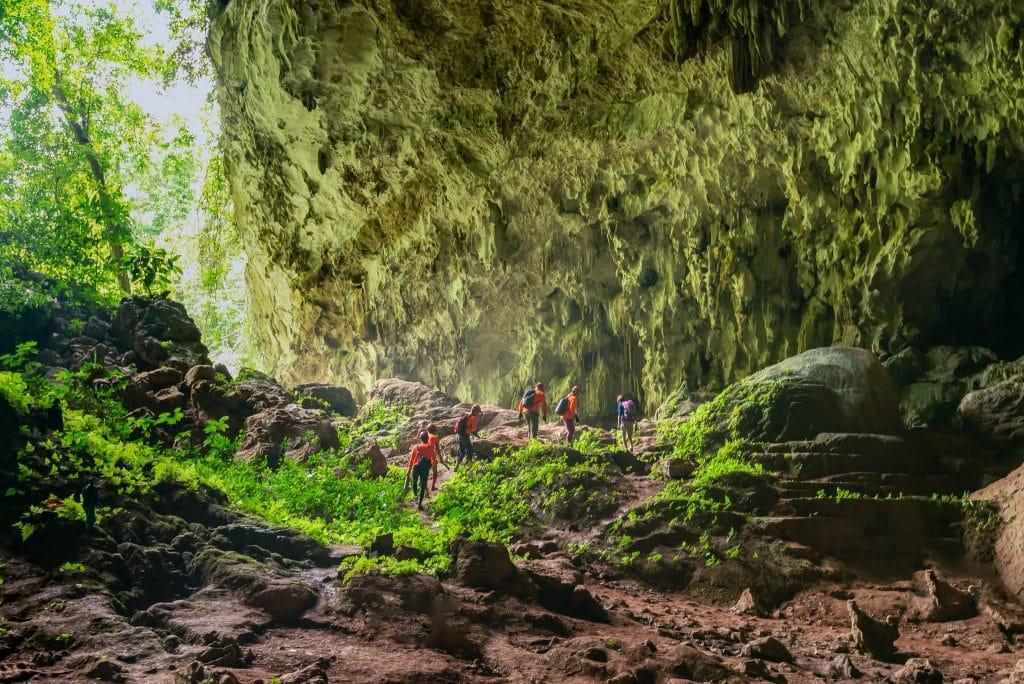 Hành trình tour trekking hang Pygmy