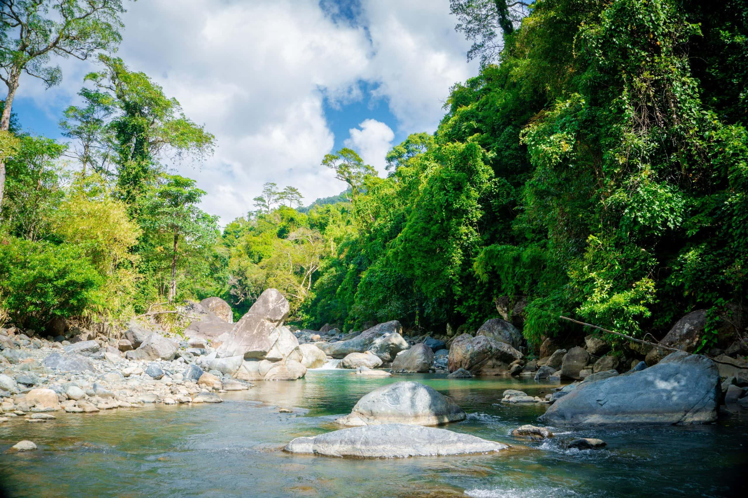 Con suối thơ mộng và xinh đẹp ở Ya Quin