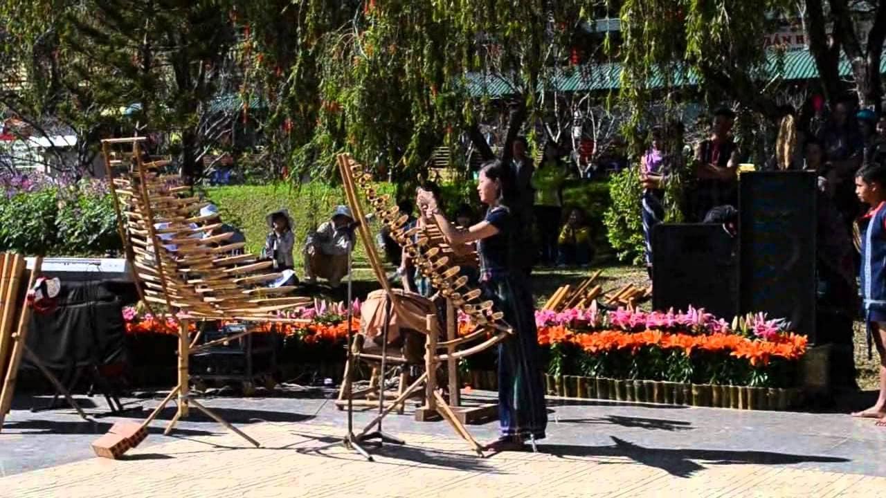 Điệu múa dân gian gắn liền với công cụ truyền thống