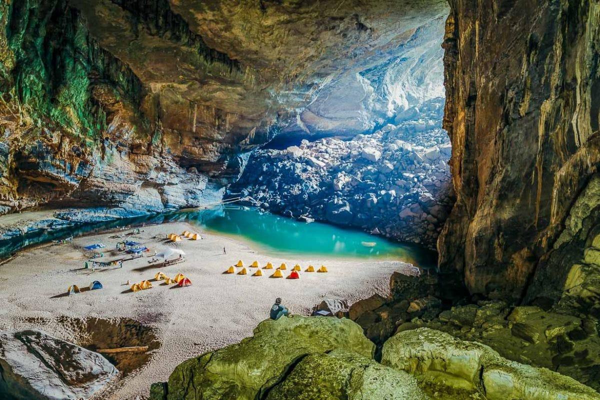 Khám phá hang động đẹp ngỡ ngàng ở Quảng Bình