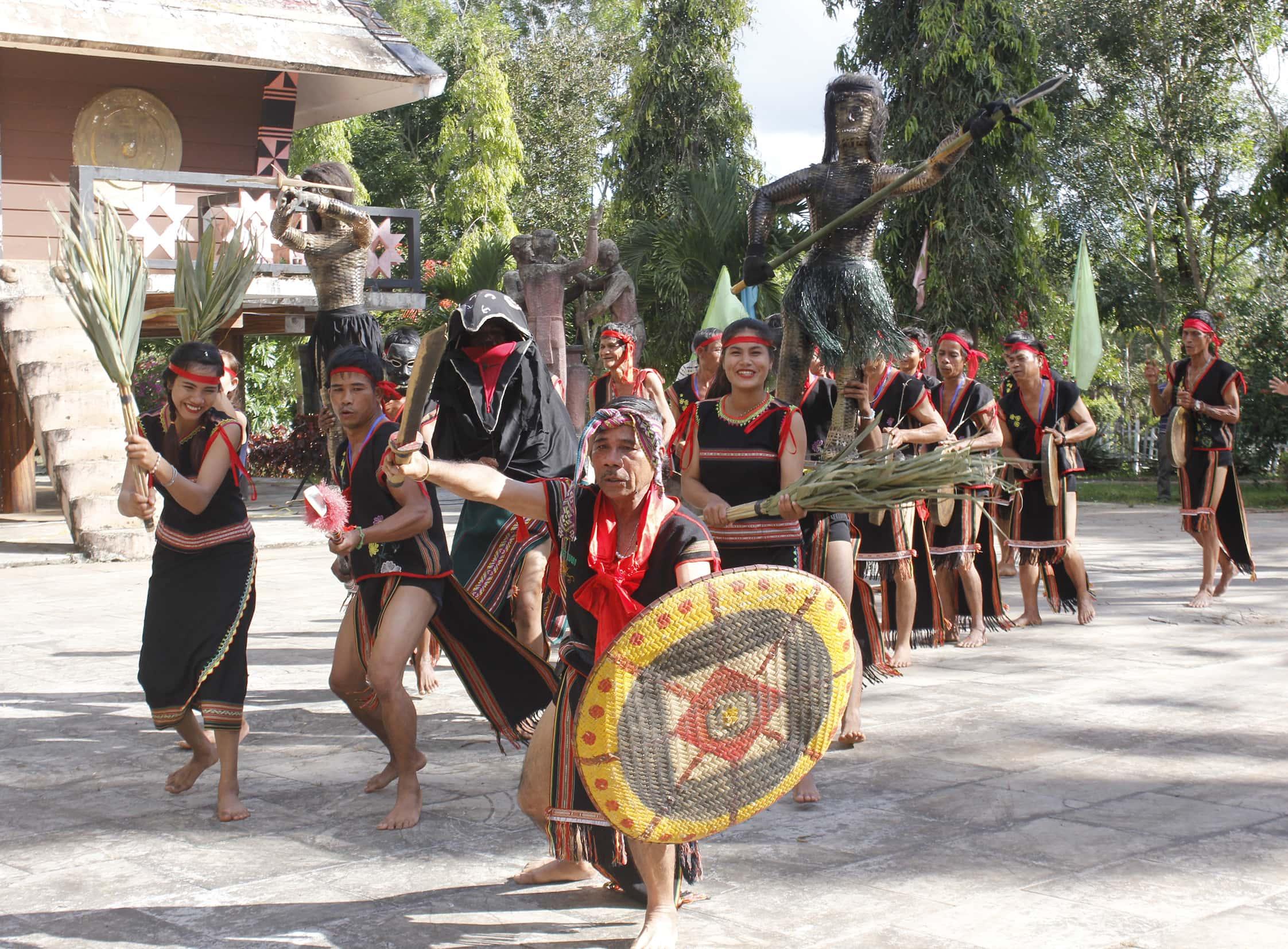 Hòa nhịp cồng chiêng cùng lễ hội cầu an của dân tộc Ba Na