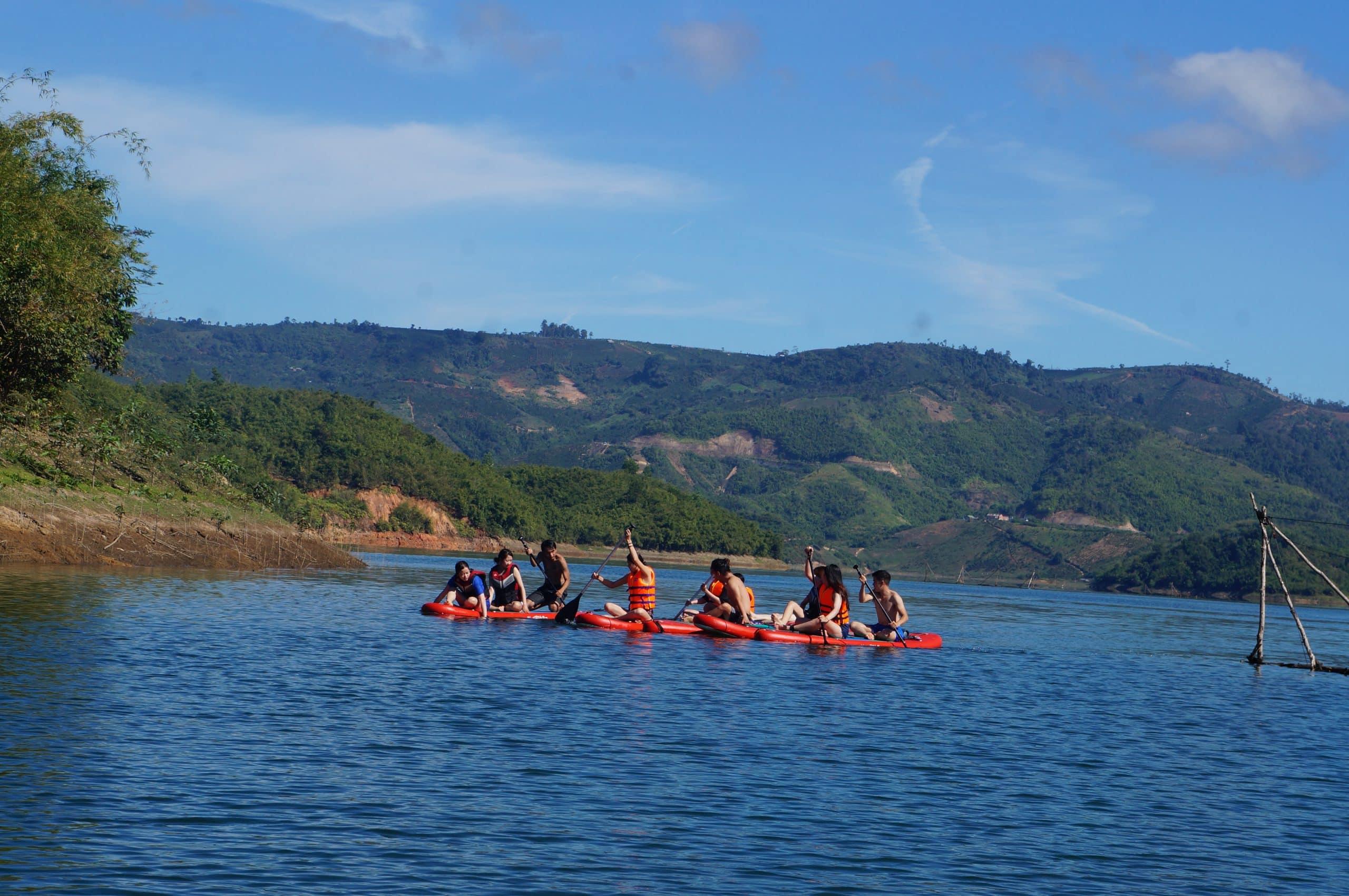Review chi tiết tour cắm trại chèo Sup hồ Tà Đùng
