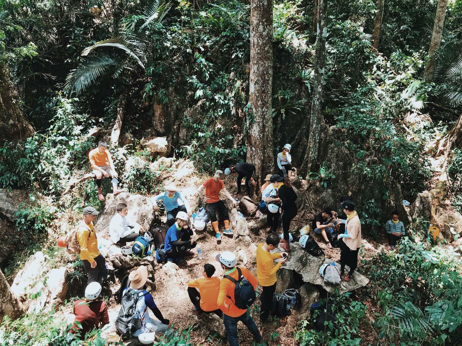 Hành trình đầu tiên của tour khám phá hang Hổ