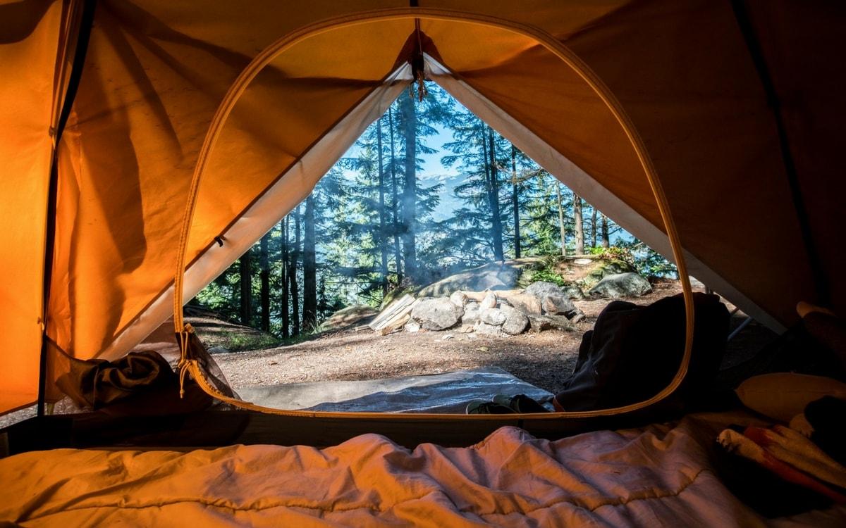 Lựa chọn địa điểm cắm lều trại hợp lý