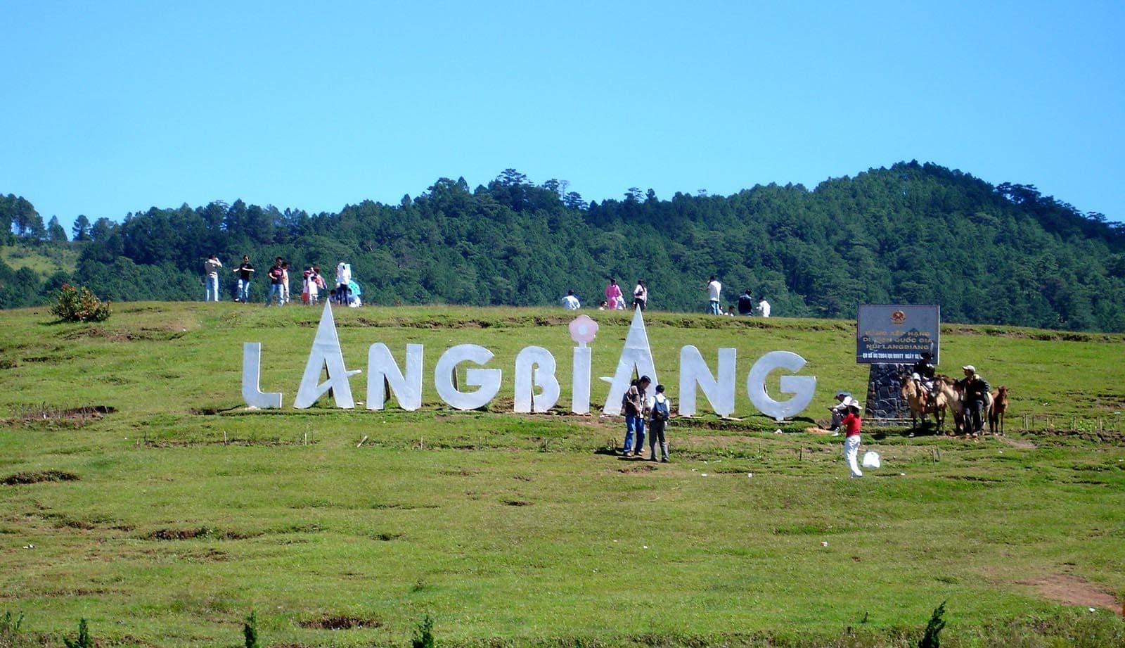 Tour trekking leo núi và chinh phục LangBiang 1 ngày giá rẻ